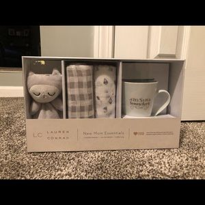 """Lauren Conrad """"New Mom Essentials"""""""